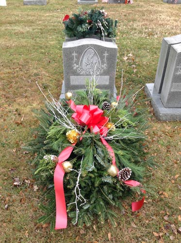 Christmas Grave Blankets For Sale Near Me.Grave Blankets Huntingdon Valley Pa Florist Cemetery Grave